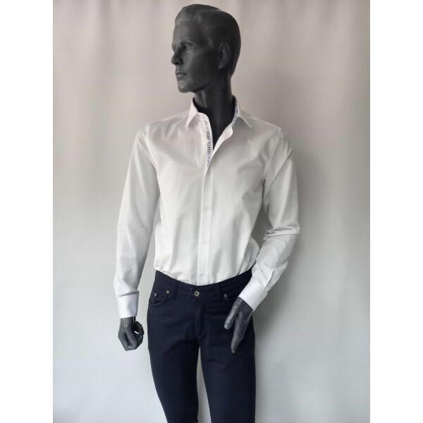 Férfi karcsúsított hosszú ujjú fehér ing mintás nyak nyakléccel és kézellővel